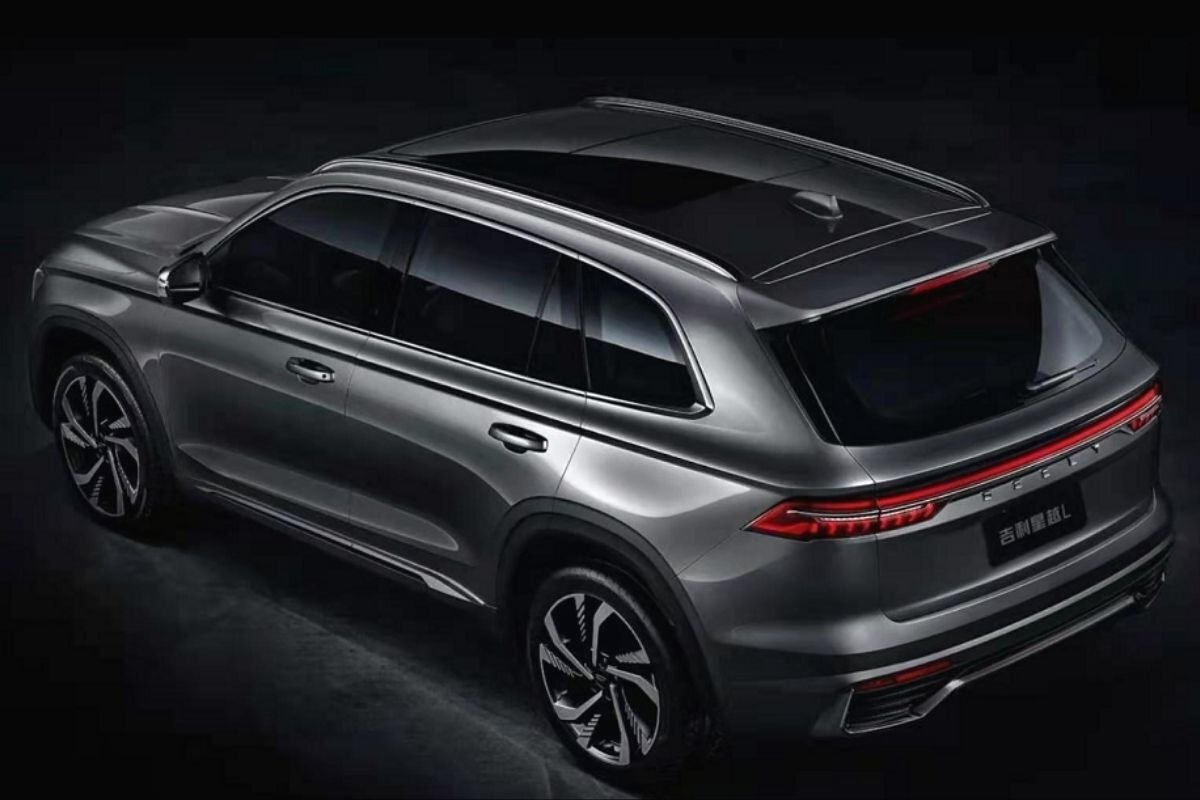 A picture of the rear of the Geely Xingyue L