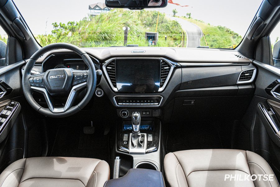 A picture of the interior of the D-Max LS-E