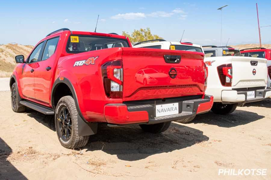 A picture of several Navara's parked on the side of a road