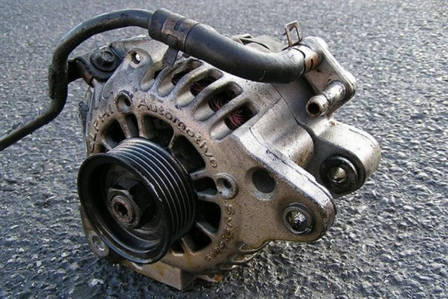 A picture of the car's alternator