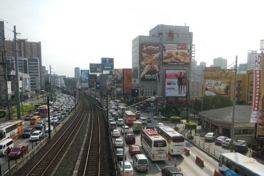 A picture of a very busy EDSA