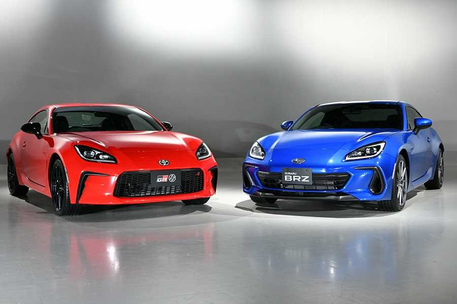 A picture of the Toyota GR 86 and the Subaru BRZ side-by-side