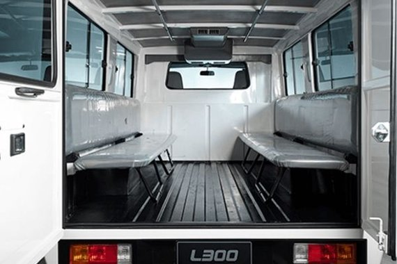 Mitsubishi L300 interior view