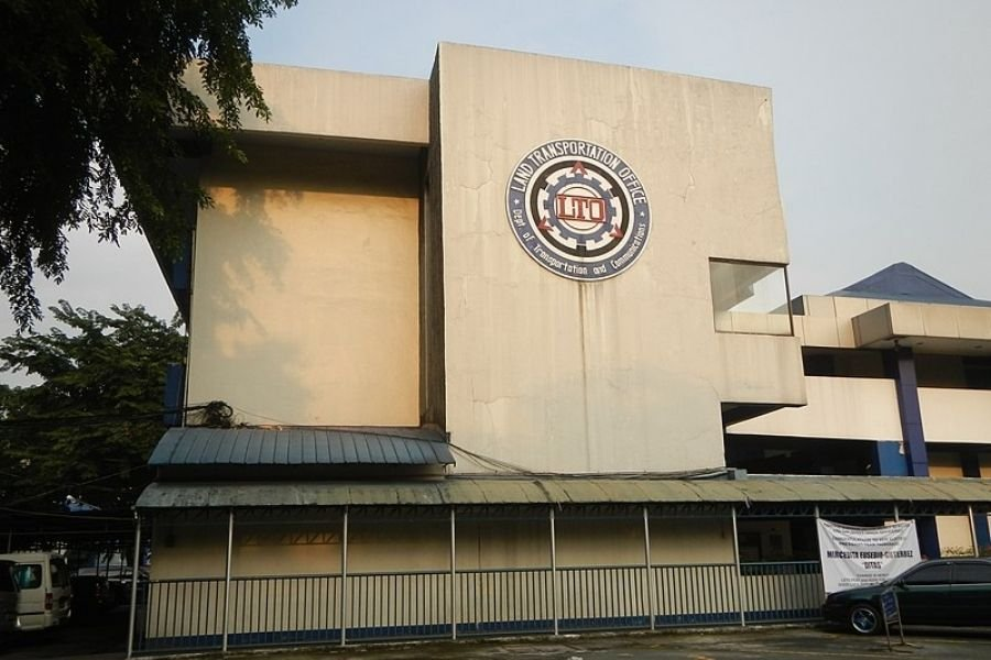 A picture of the LTO's main office at East Ave., Quezon City