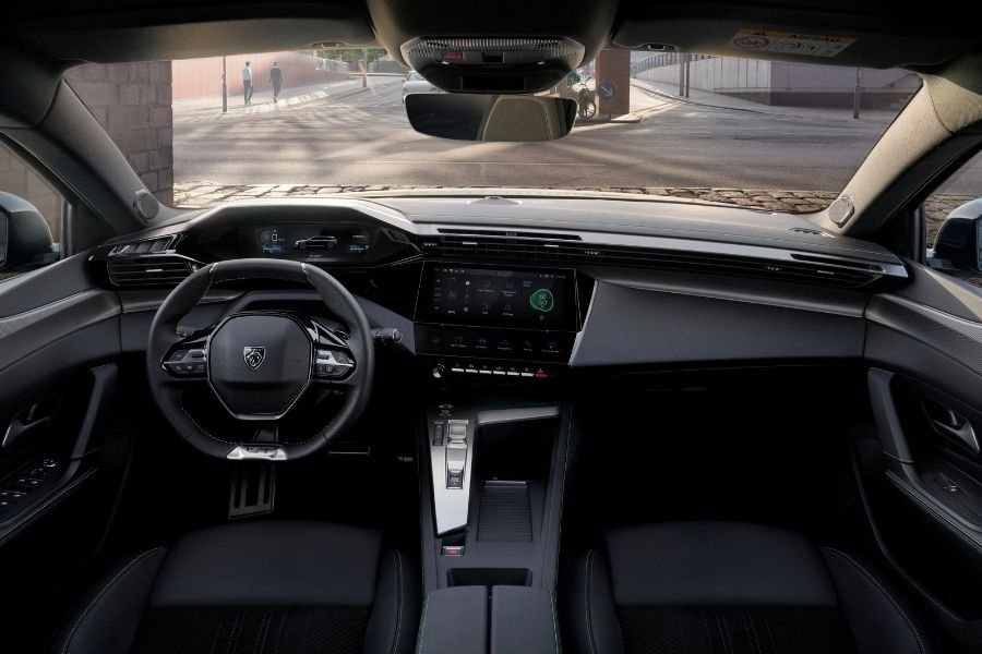A picture of the Peugeot 308 SW's cockpit