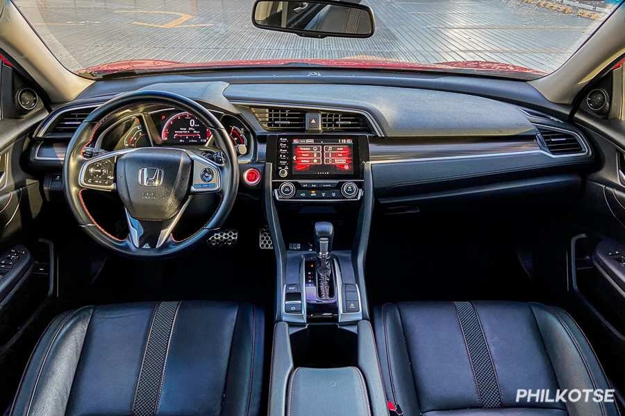 A picture of the interior of the Civic RS Turbo