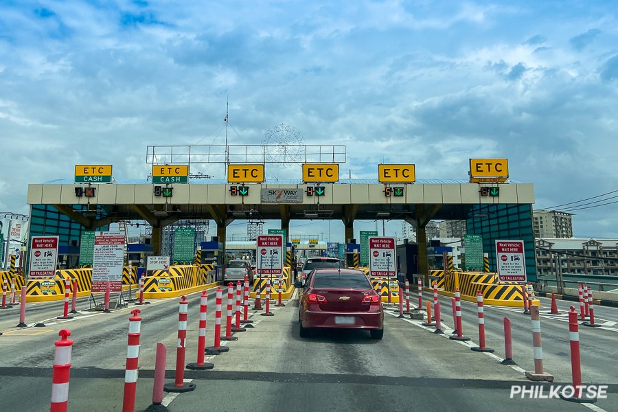 A picture of a tollway