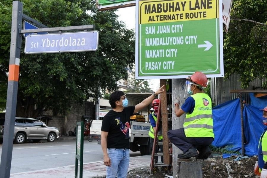 A picture of Benhur Abalos working on one of the Mabuhay lanes