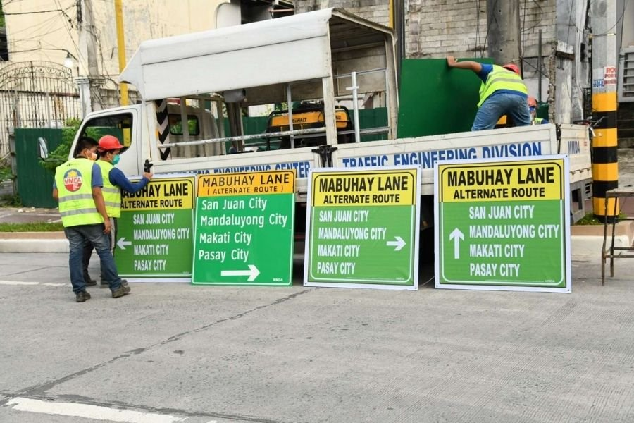 A picture of road signs for the Mabuhay lanes