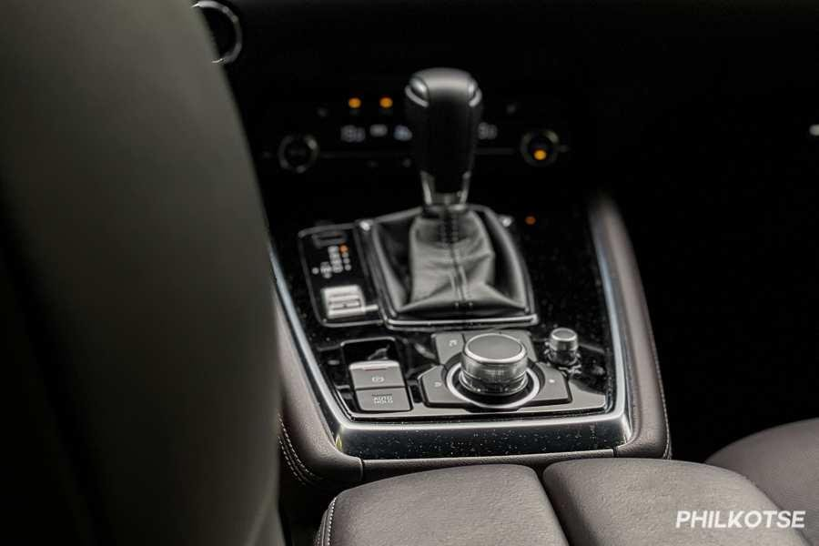 A picture of the CX-8's gear shift lever