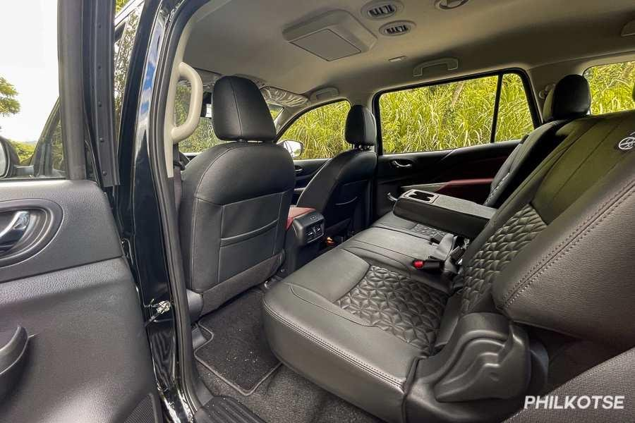 A picture of the Nissan Terra's second row seats