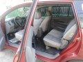 Red Toyota Innova 2005 for sale in Talavera-2