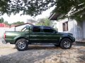 Green Nissan Frontier 2004 at 100000 km for sale -0