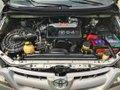 Selling Toyota Innova 2005-0