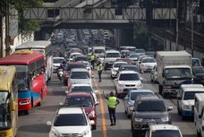 Driving Around EDSA? Make sure you're familiar with the Yellow Lane Policy