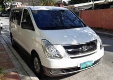 Sell White 2013 Hyundai Grand Starex Van at 77000 km