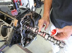 Car maintenance: 5 simple steps to install camshaft of your car engine