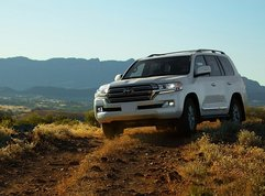 Toyota Land Cruiser Price Philippines 2019: Estimated Downpayment & Monthly Installment