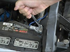 How to install a car battery safely