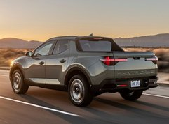 How small is the Hyundai Santa Cruz compared to a midsize truck?