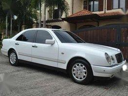 1999 Mercedes Benz E 240 Elegance AT White