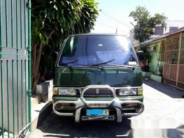 Well-maintained Nissan Urvan 2004 2.7L for sale