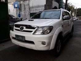 2005 Toyota Fortuner V White SUV For Sale