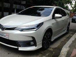 2018 Toyota Corolla Altis 2.0V White Pearl For Sale