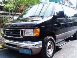 2003 Ford E150 Chateau Looks fresh in and out