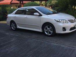 2011 Toyota Corolla sedan altis 16V pearl white