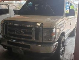 2010 Ford E150 All power 3 rows captain seats
