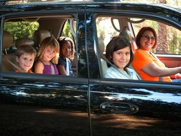 Driving with kids in the car: 10 essential safety tips to follow
