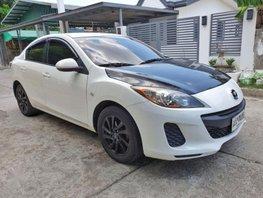 Pearl White Mazda 2 2014 for sale in Automatic