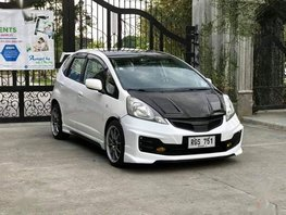 White Honda Jazz 2009 Hatchback Automatic Gasoline for sale in Manila
