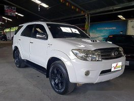 Selling White Toyota Fortuner 2010 Automatic Diesel at 118000 km