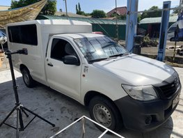 Selling White Toyota Hilux 2014 Truck in Quezon City