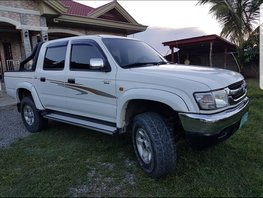 Selling Used Toyota Hilux 2004 at 130000 km in Isabela