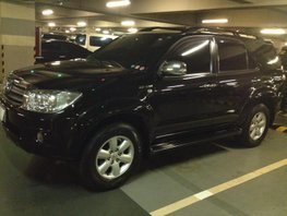 Selling Black Toyota Fortuner 2009 at 81000 km