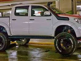 White Toyota Hilux 2010 Truck for sale in Manila