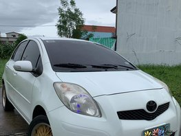Selling White Toyota Yaris 2012 Automatic in Malolos
