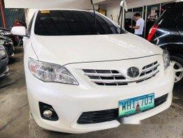 Sell White 2013 Toyota Corolla Altis at 52000 km