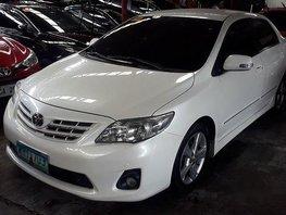 Sell White 2013 Toyota Corolla Altis Automatic Gasoline at 52345 km