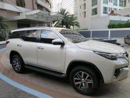 Selling White Toyota Fortuner 2018 Automatic Diesel at 12365 km