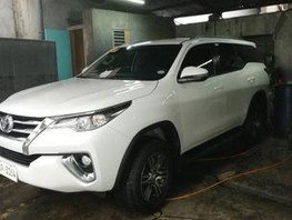 Selling White Toyota Fortuner 2018 Automatic Diesel at 11000 km