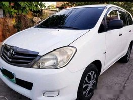 Selling White Toyota Innova 2012 Manual Diesel at 70000 km