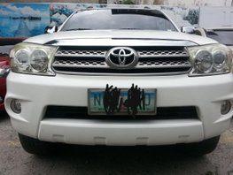 White Toyota Fortuner 2010 Automatic Gasoline for sale