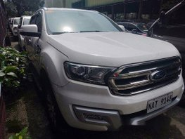 Selling White Ford Everest 2018 Automatic Diesel