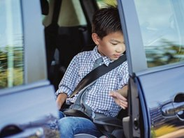 Kids in front car seats - When and what to be careful about?