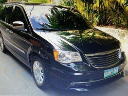 Sell Black 2012 Chrysler Town And Country at 28000 km