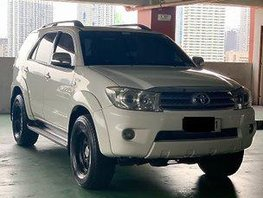 Sell White 2010 Toyota Fortuner Automatic Gasoline at 80000 km